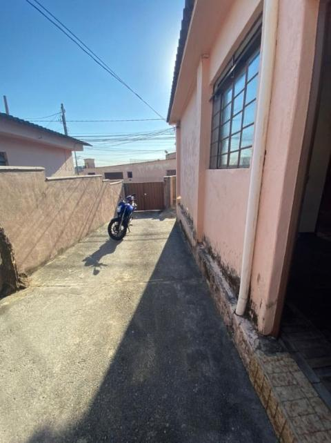 Foto Casa com 1 dormitório para alugar, 50 m² por R$ 600/mês - Glória - Belo Horizonte/MG