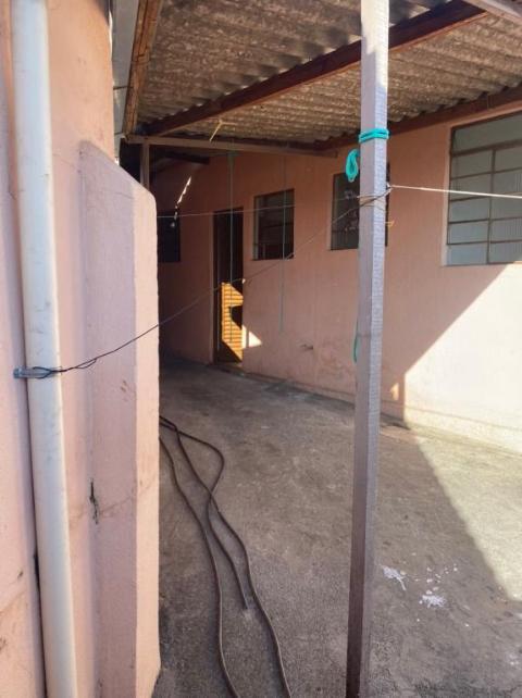 Foto Casa com 2 dormitórios para alugar, 60 m² por R$ 750/mês - Glória - Belo Horizonte/MG