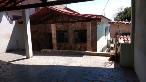 Foto Casa 3 quartos, 3 vagas e um barracão à venda no bairro Glória.