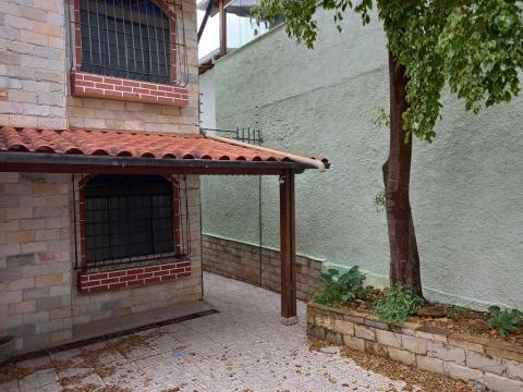 Foto Casa com 2 dormitórios para alugar, 80 m² por R$ 1.600,00/mês - Itapoã - Belo Horizonte/MG
