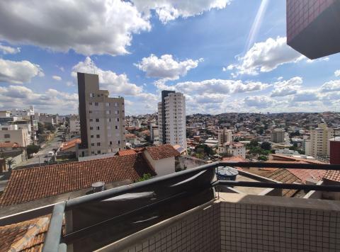 Foto Apartamento localizado em Graça. 3 quartos, 1 banheiros e 2 vagas.