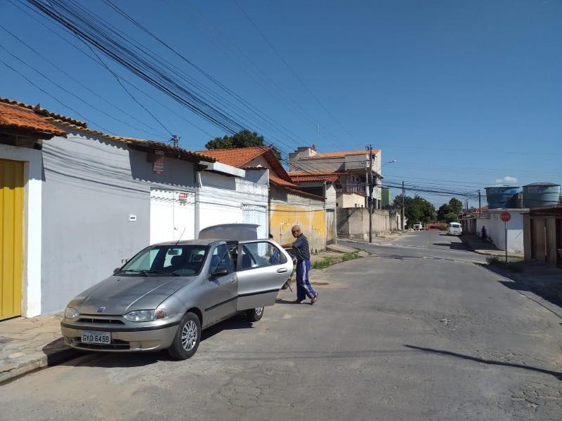 Casa à venda no bairro Londrina - Santa Luzia Foto 2