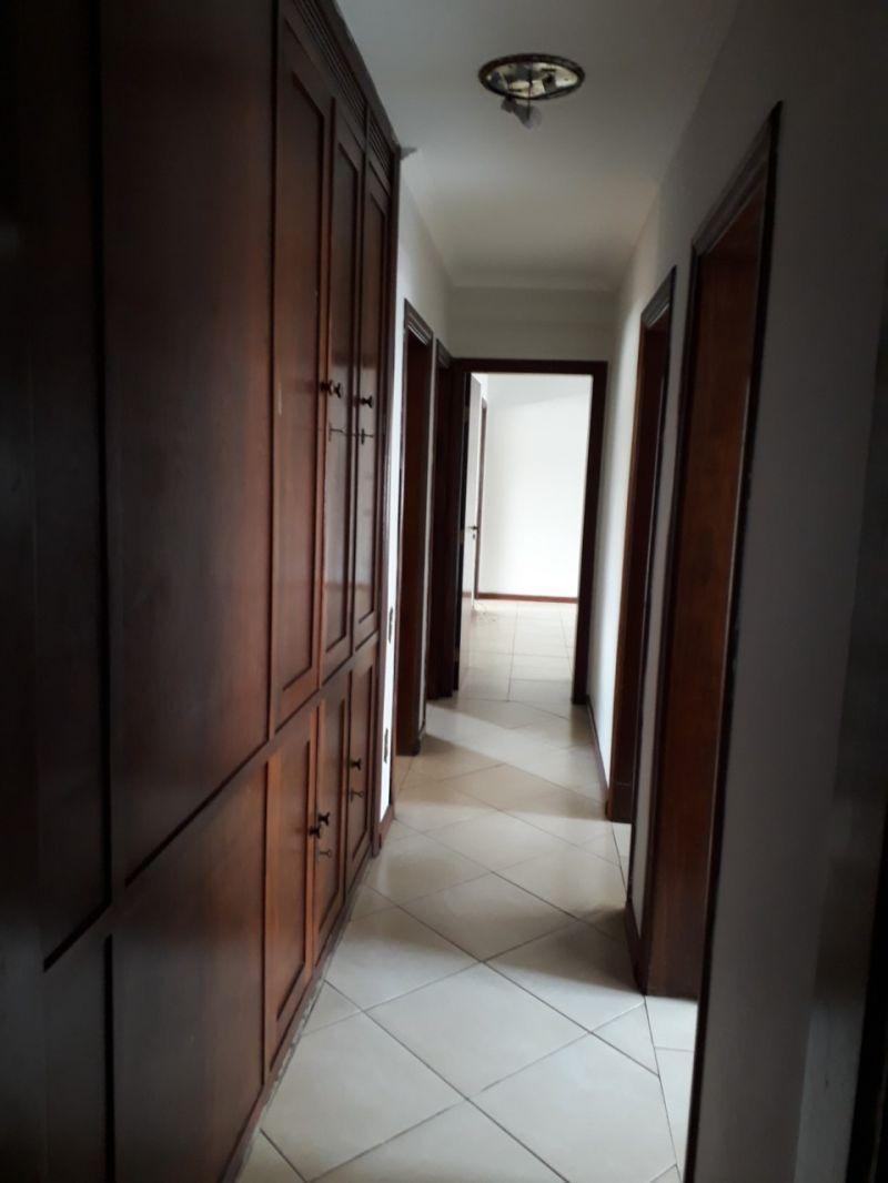 Apartamento localizado em Centro. 4 quartos (2 suítes), 0 banheiros e 2 vagas. Foto 10