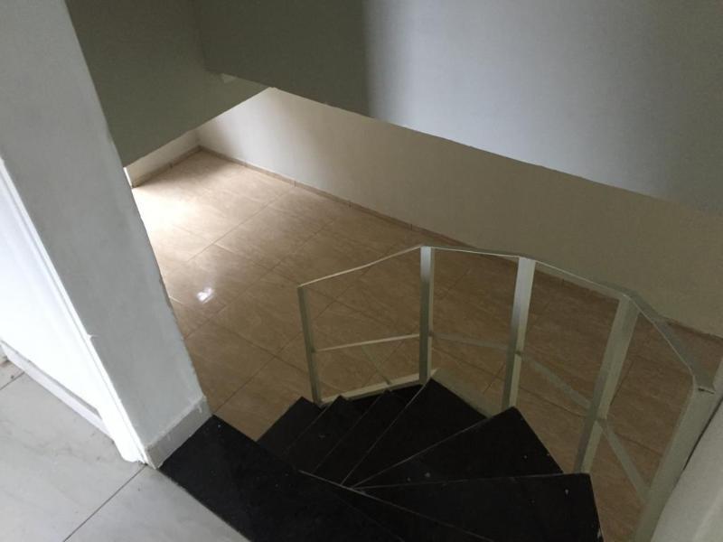 Um apartamento com 3 quartos, sala, cozinha, banheiro, área de serviço e garagem. Foto 9