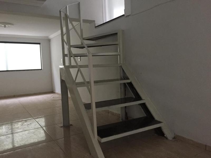 Um apartamento com 3 quartos, sala, cozinha, banheiro, área de serviço e garagem. Foto 46