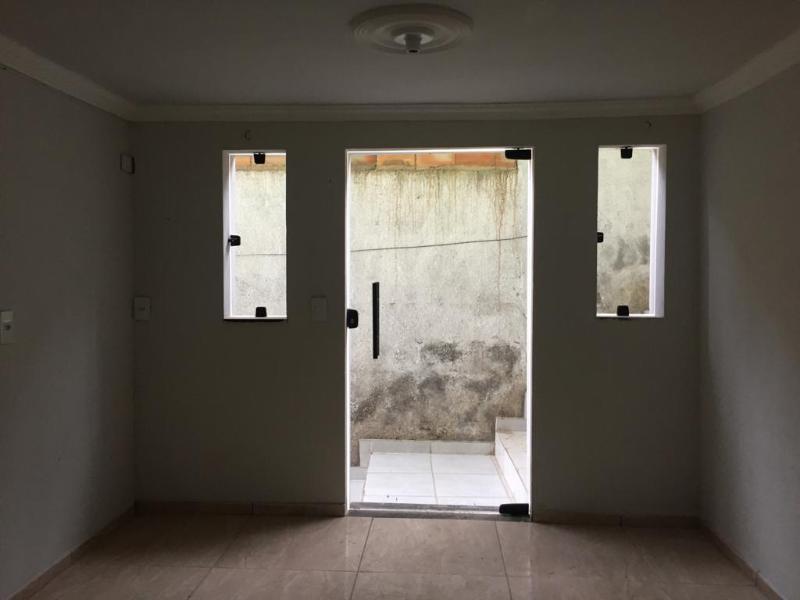 Um apartamento com 3 quartos, sala, cozinha, banheiro, área de serviço e garagem. Foto 48