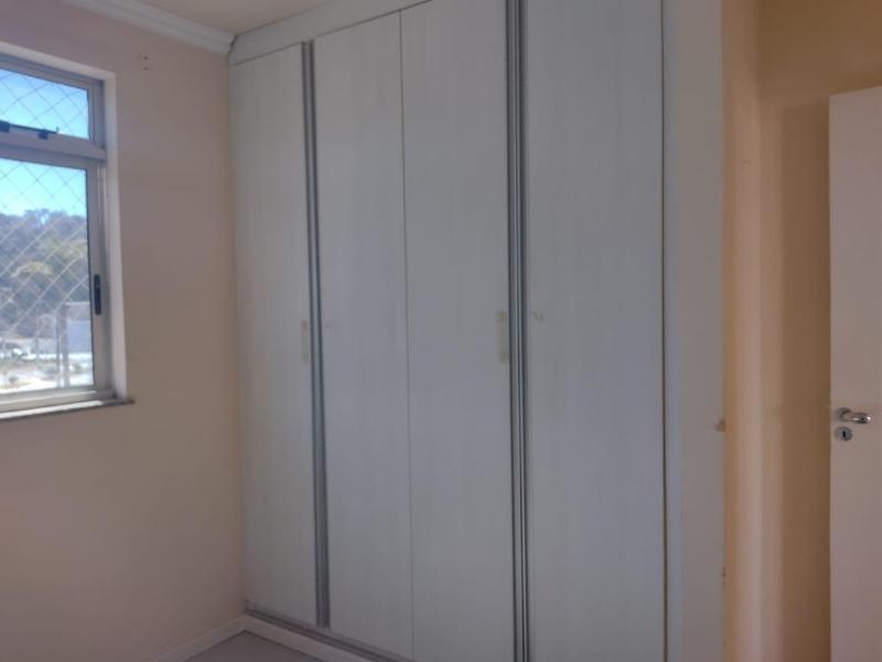 Apartamento com 3 quartos sendo 1 suíte, sala, cozinha com armário, área de serviço, corredor e 2 vagas de garagem. Valor R$2.200,00 Foto 6
