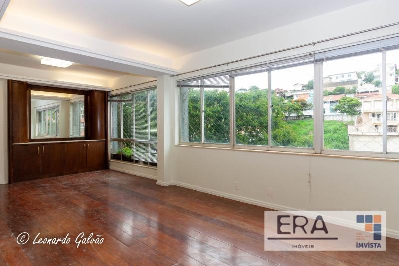 Apartamento localizado em Sion. 4 quartos (1 suítes), 3 banheiros e 2 vagas. Foto 2